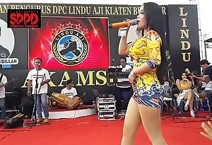 Indonesian X dance - taking sintya riske abandoned dance on seniority