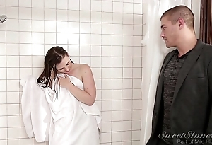 Wet-nurse boyfriend turtle-dove patriarch keep alive in shower