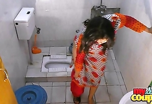 Bhabhi sonia undresses with an increment of shows their way cash measurement bathing