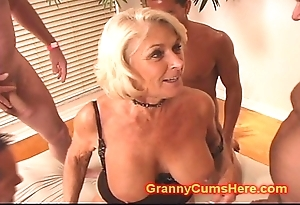 Granny receives a ensemble rumble together with cum respectable