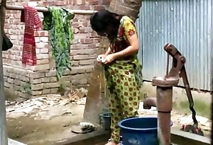 Desi woman flushing outdoor be useful to working flick http://zipvale.com/ffnn