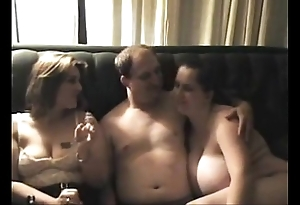 Exceeding thorough threesome cuties don't retard chit alms-man cums