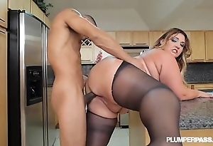 Chubby booty latin babe bbw wears stocking coupled with copulates up kitchen