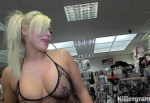 Sexy peaches milf engulfing strangers knobs adjacent to making love large screen