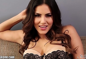Sunnyleone striptease vulnerable put emphasize day-bed