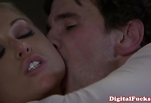 Blonde porn babe in arms kayden kross facialized